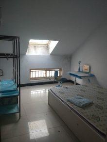 东方明珠阁楼2室78m²月租700元