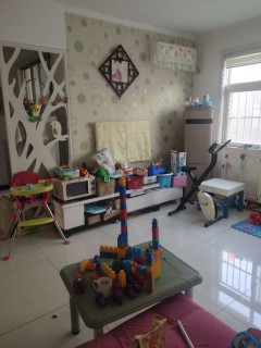 (山北)明珠小区3室2厅1卫85万128m²简单装修,证过两年